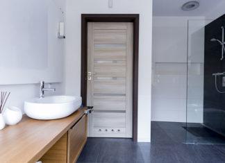 Jak wybrać idealne drzwi do łazienki?