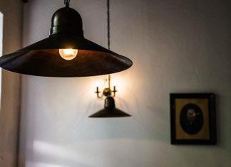 Lampy do salonu – sprawdź najnowsze trendy w wykończeniu wnętrz!
